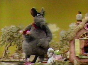 Kermit fights Big Mouse for Miss Mousey's affections.