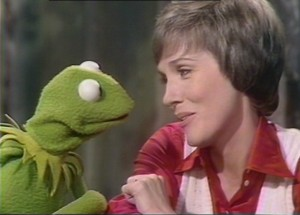 "Julie and Kermit sing ""Bein' Green""."