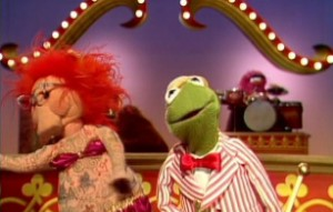 Kermit dances with Lydia the Tattooed Pig.