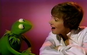 Julie and Kermit share a duet.